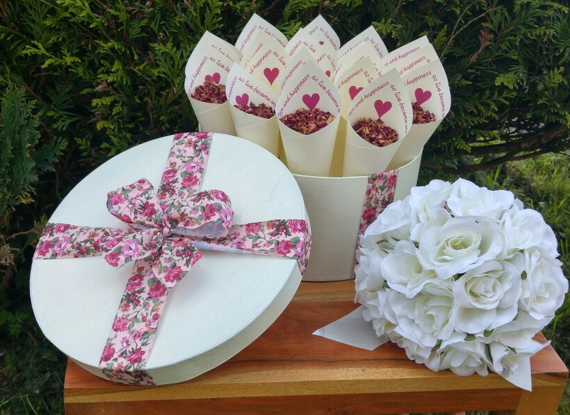 20 BESPOKE WEDDING CONES IN A CUSTOM MADE HAT BOX